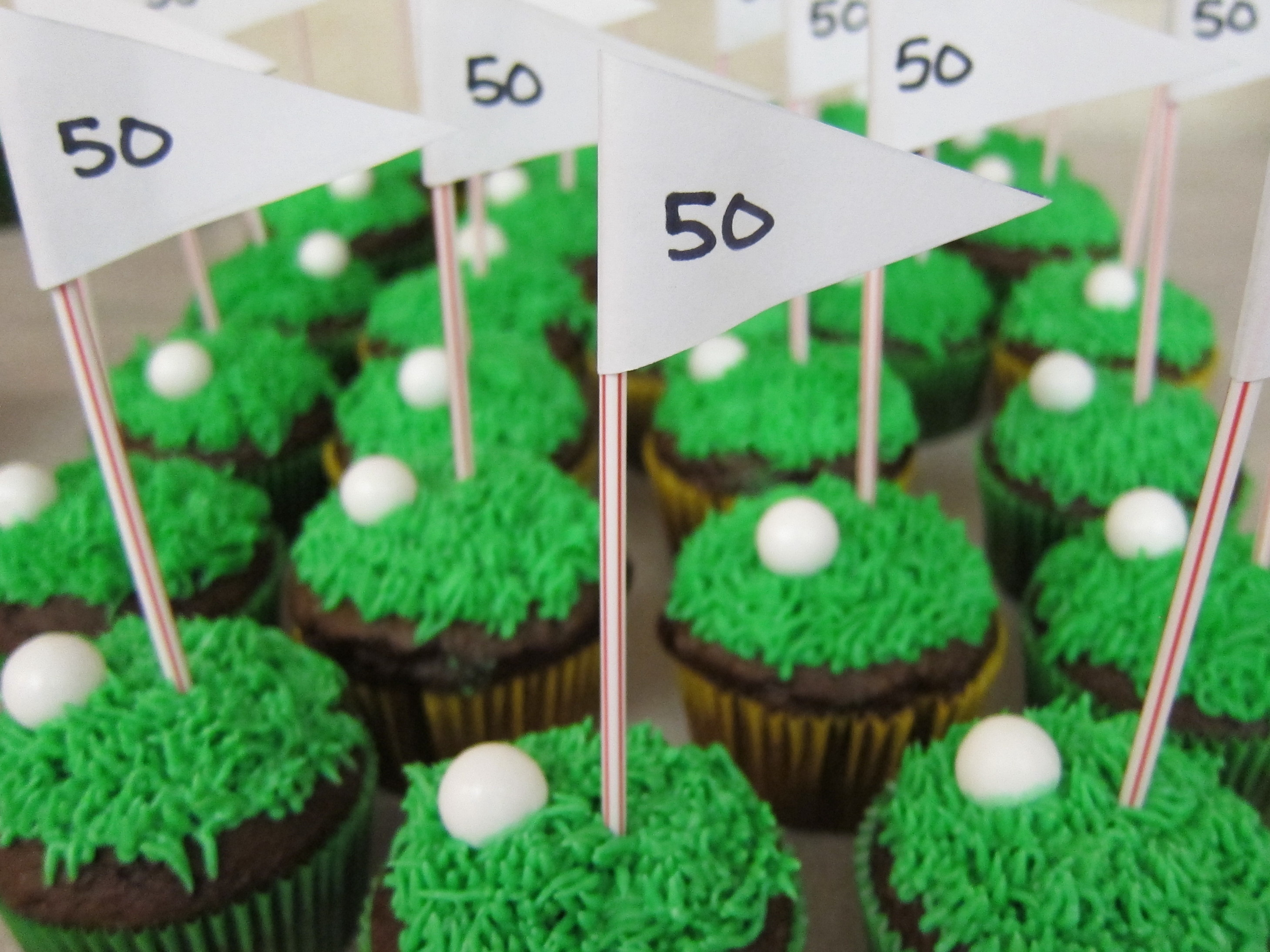 Golf cupcakes shake bake and party for Decoration hole