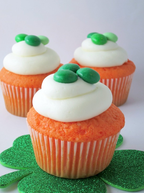Easy St. Paddy's Day Cupcakes | Shake Bake and Party
