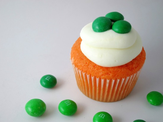 St. Patrick's Day Cupcakes | Shake Bake and Party